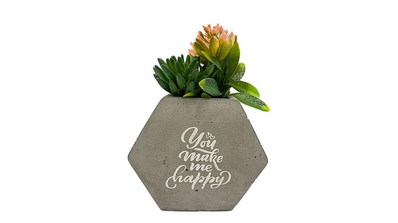Hexa vaza sa natpisom